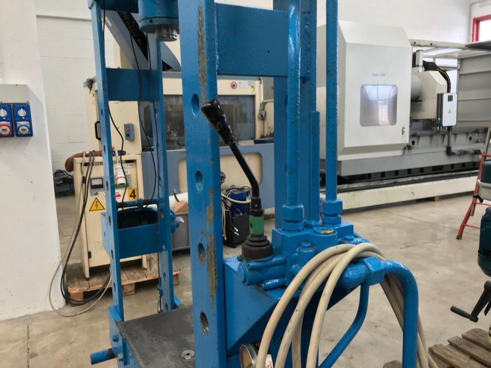 Pressa idraulica per officina for Pressa idraulica per officina usata