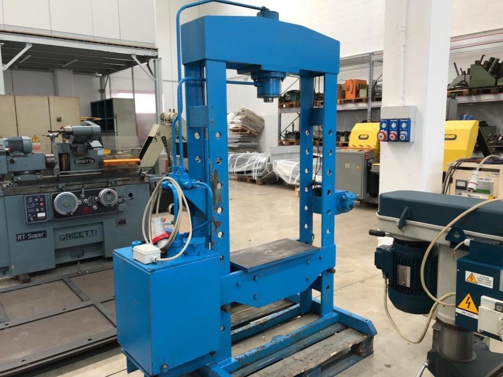 Pressa idraulica per officina for Pressa usata per officina