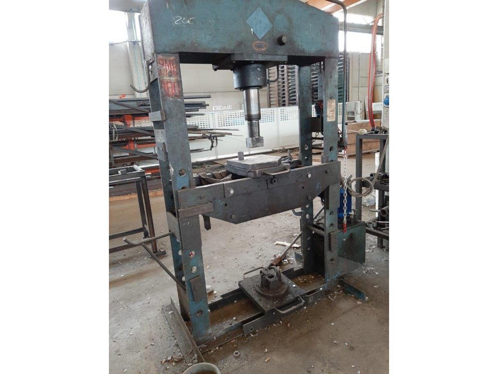 Pressa per officina 100 ton idraulica for Pressa idraulica per officina