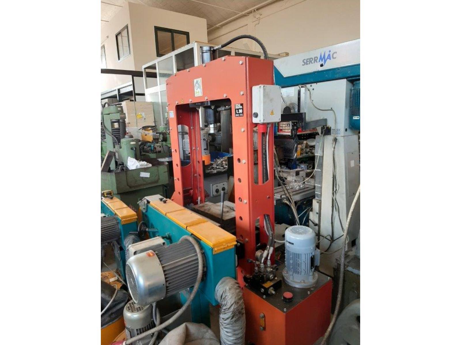 Pressa per officina 30ton idraulica for Pressa idraulica per officina