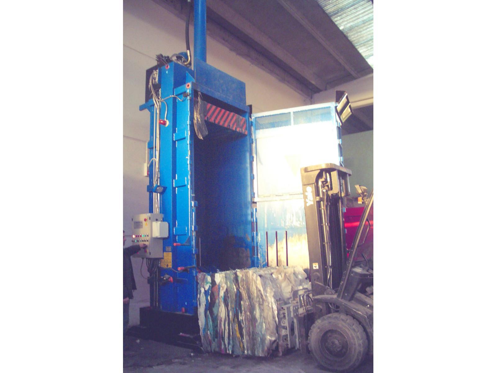 Pressa per imballaggio 80 ton rino tullis srl tr 80 1p a for Pressa per tubi idraulici usata
