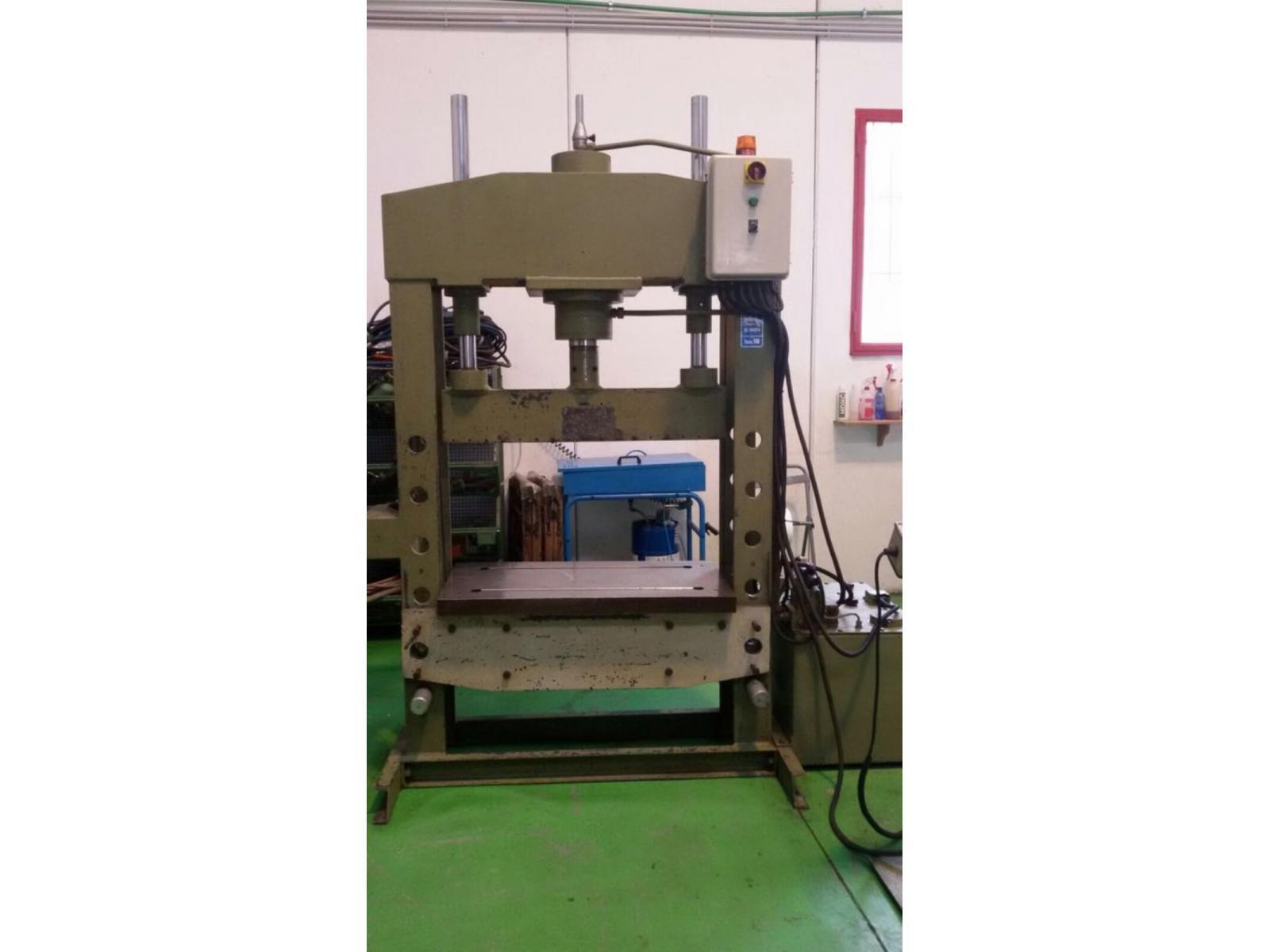 pressa idraulica usata 100 ton omcn 164
